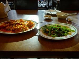 プーパッポンカリーと空芯菜