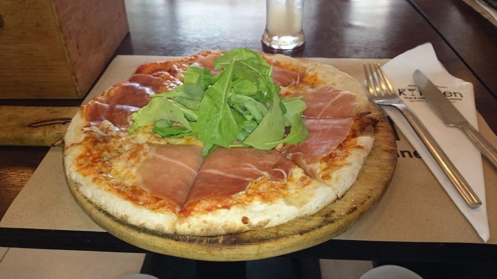 パルマハムのピザ