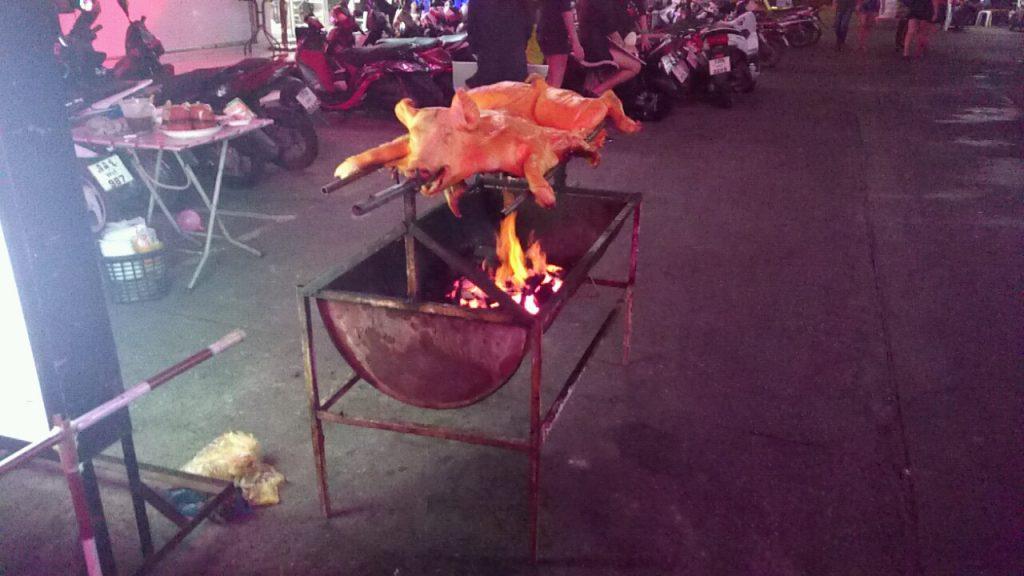 LKメトロの豚の丸焼き